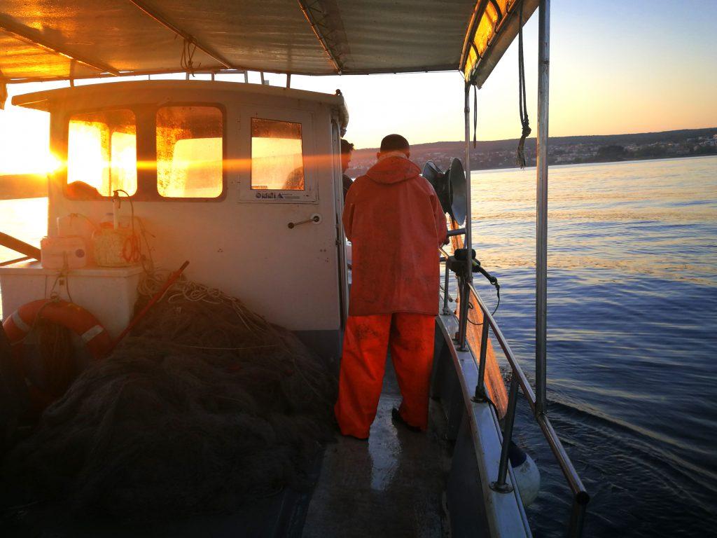 Naši ribari u dnevnom ribarenju - Naš gurmanski riblji restoran nudi svježe ulovljene morske plodove iz Jadranskog mora