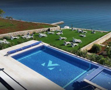Pool & Privat Beach
